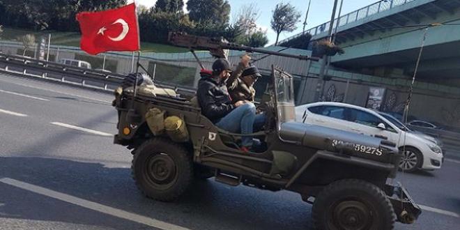 İstanbul trafiğinde uçaksavarlı cip