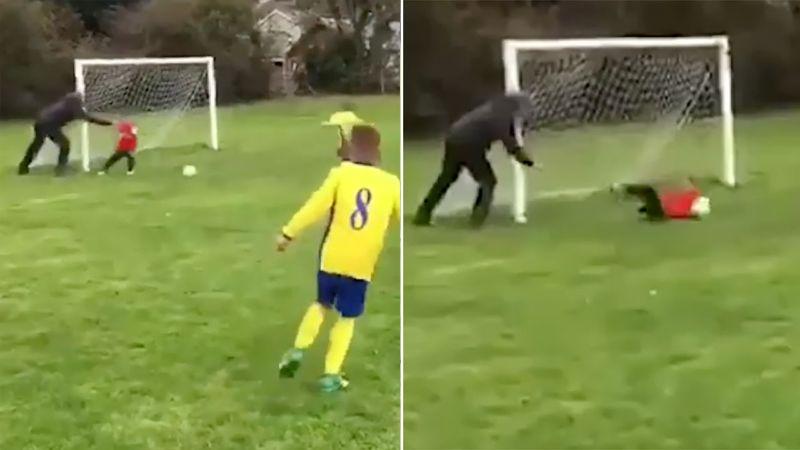 Golü kurtarması için çocuğunu topa itti!