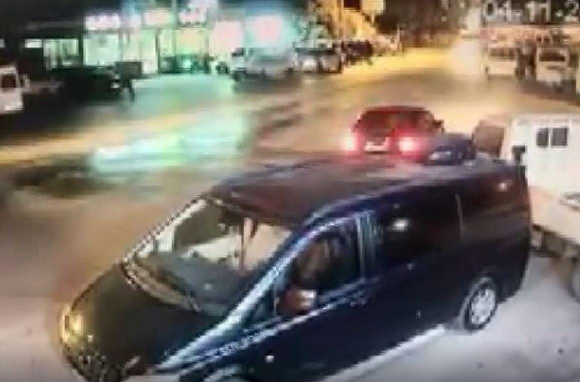 Otomobilin yayaya çarptığı an kameralara böyle yansıdı