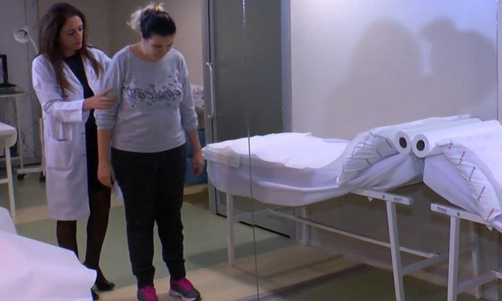 Günde 5 litre kola içen kadının kemikleri eridi, omurgasında kırıklara neden oldu