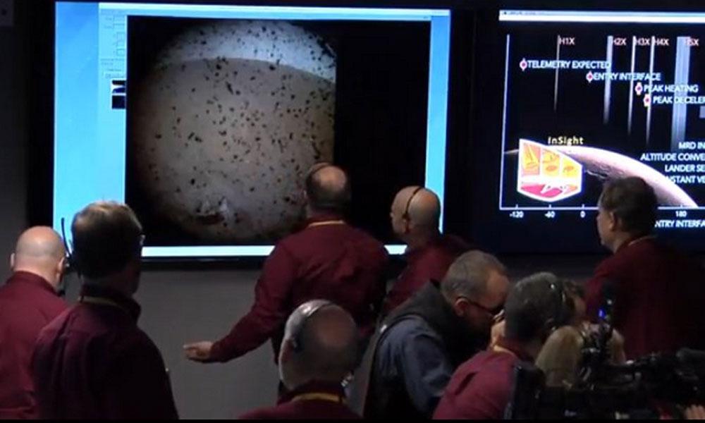 NASA'nın uzay aracı Insight 'Kızıl gezegen'e indi… Mars'tan ilk fotoğraf