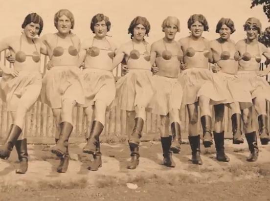 Nazi askerlerinin kadın kıyafeti giymiş fotoğrafları ortaya çıktı
