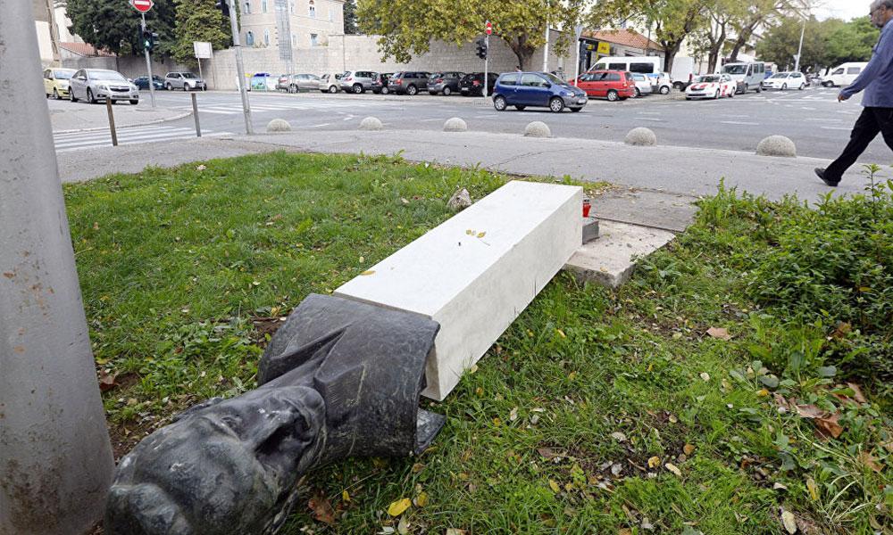 Partizan anıtını yıkmaya çalışan faşist, altında kaldı: Vurulduktan 76 yıl sonra onların bacaklarını kırdı