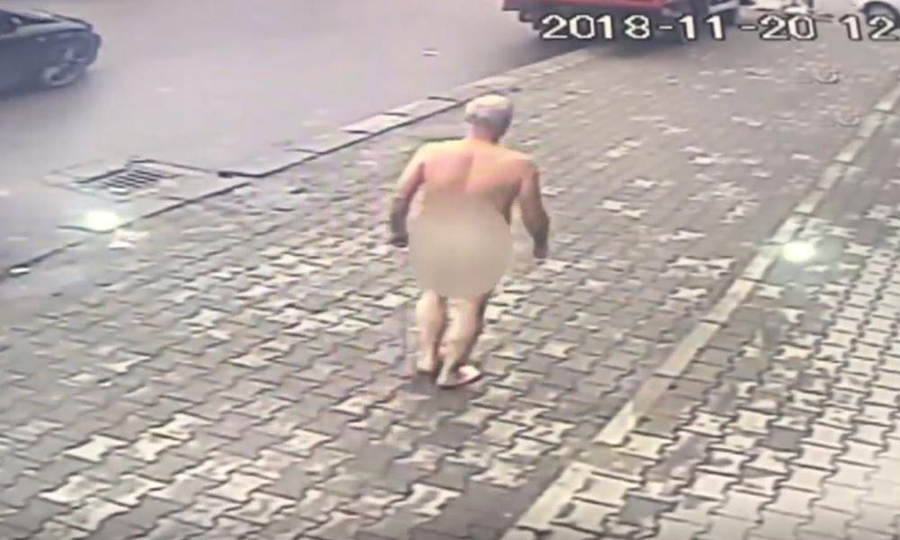 Sokakta çırılçıplak yürüdü, görenler şok oldu