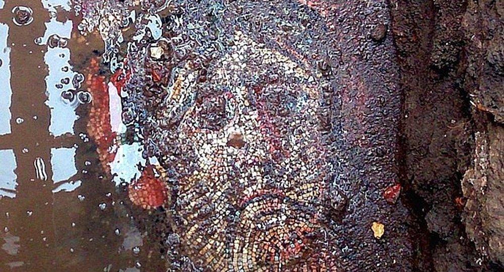 Bursa Valiliği: Roma dönemine ait mozaiğin üzerindeki çöp kutusu beş metre taşındı