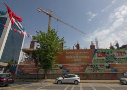 'Bölgedeki tek yeşil ve deprem toplanma alanı' tarikata verildi