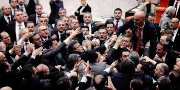 Meclis'te Ankara tren faciası kavgası: Sizin yüzünüzden oldu