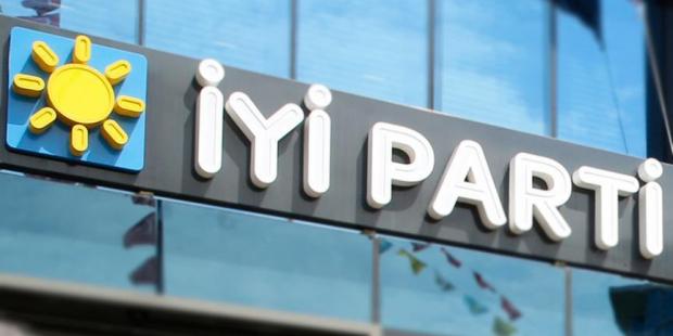 AKP'li başkan, İyi Parti'ye geçti