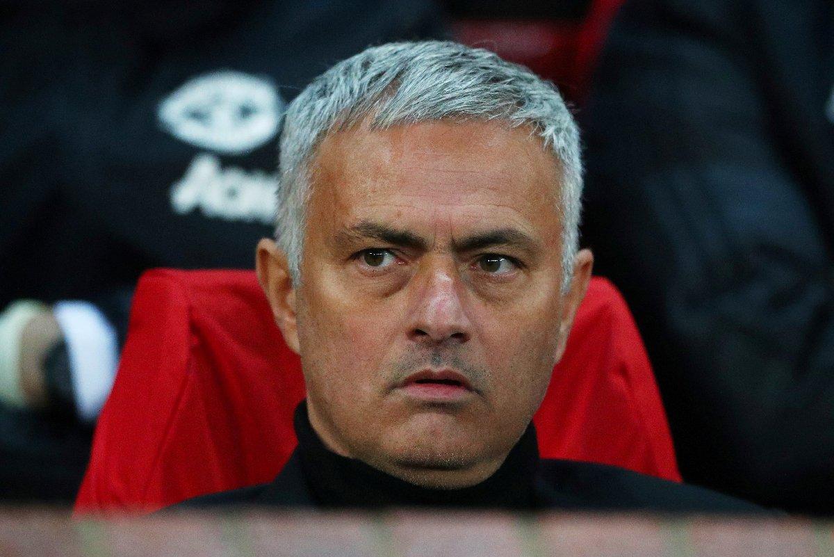 Manchester United'dan kovulan Mourinho, kaldığı otele servet bıraktı