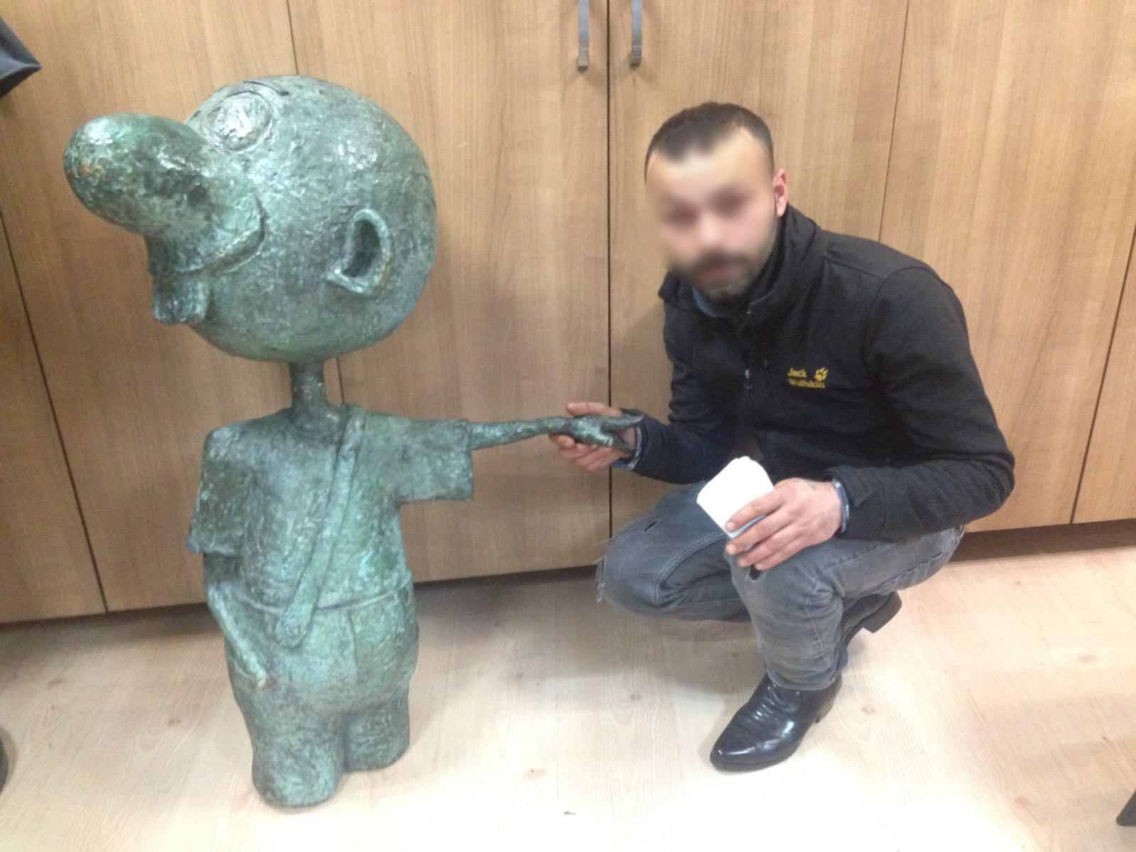 Avanak Avni heykeli bulundu!