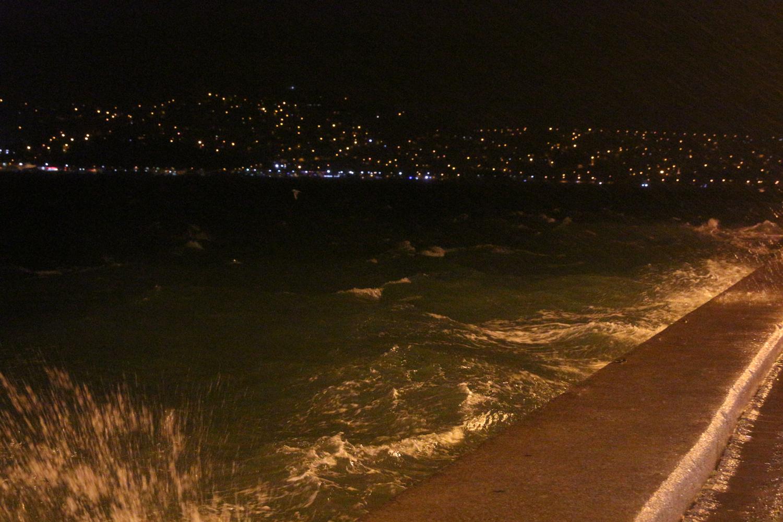 İstanbul güne  yağış ve fırtına ile başladı