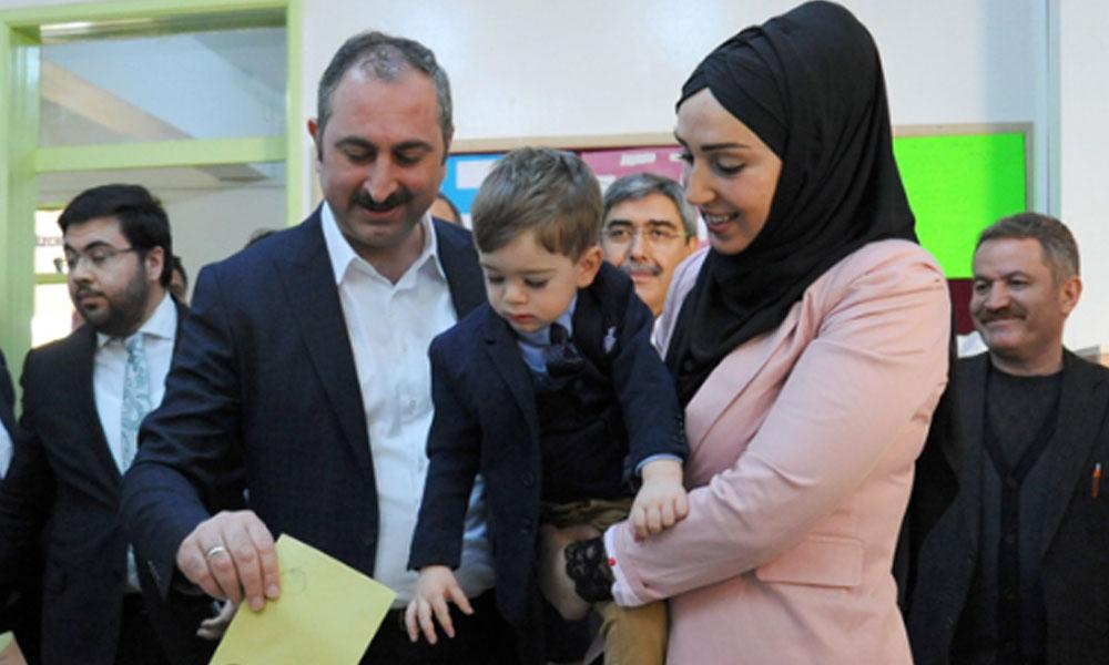 5 yıllık memuriyetini izinle geçiren Adalet Bakanı Gül'ün eşi Saray'a atandı