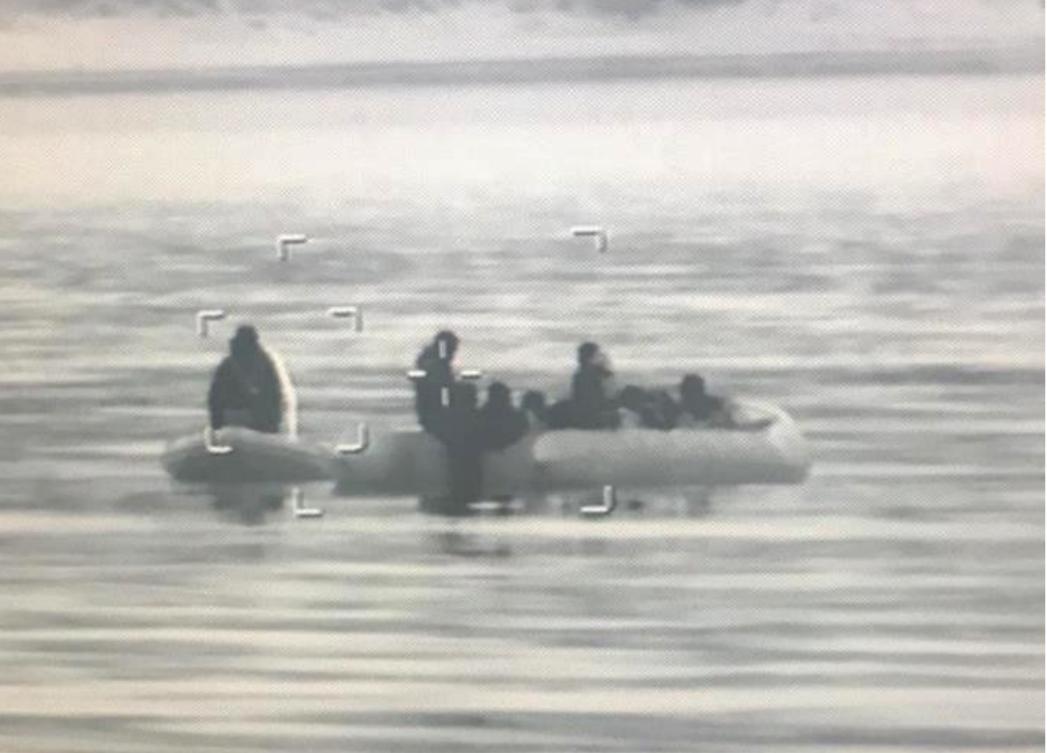 Enez'de lastik botta 39 göçmen yakalandı