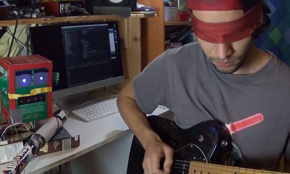 İngiliz müzisyen, gitarı düzgün çalamayanlar için robot tasarladı