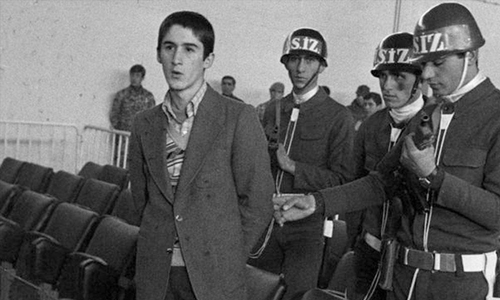 'Son bakıştaki o gözler kaldı aklımızda' 39 yıl önce idam edilen Erdal Eren'in hiç yayınlanmamış mektubu paylaşıldı
