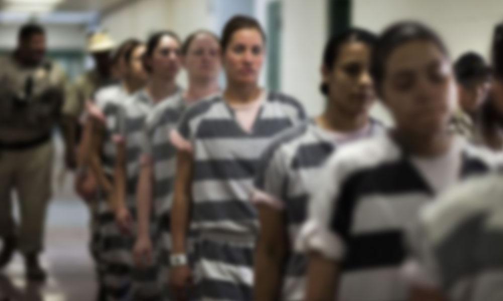 Kadın mahkumlar, hapishane duvarını delerek kaçtı