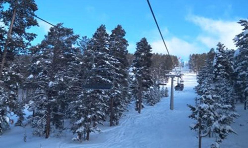 Kayak merkezinde arıza… Çok sayıda tatilci mahsur kaldı