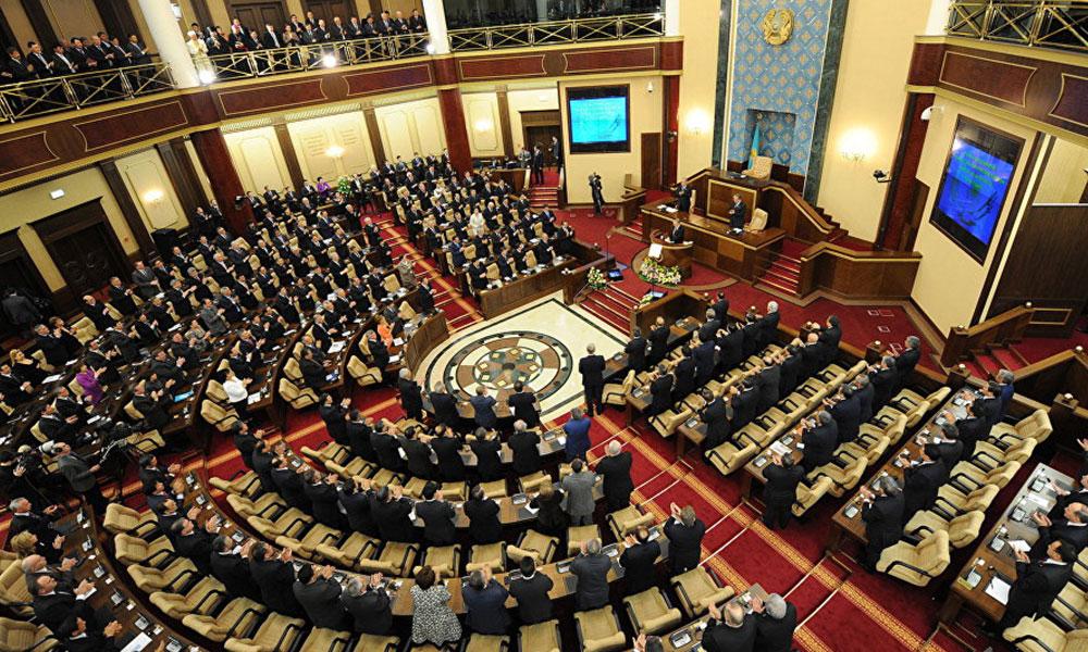 Kazakistan parlamentosunda kadın temsil oranı yükseldi