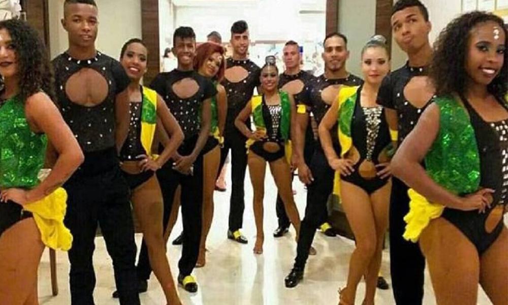Havalimanında mahsur kalmışlardı: Dansçılar ülkelerine döndü