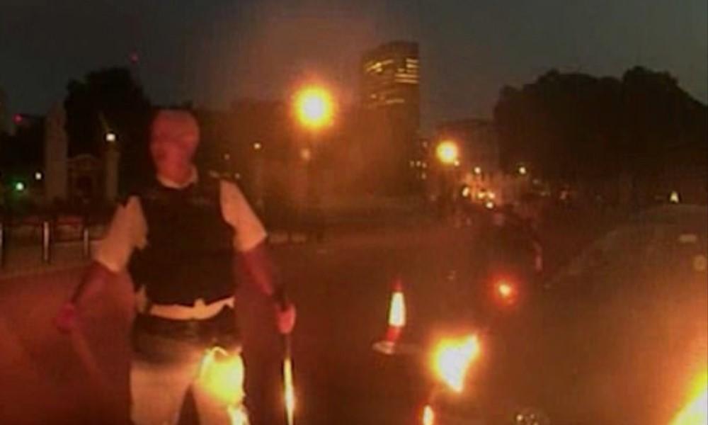 Buckhingam Sarayı, Samuray kılıçlı terör şüphelisi Uber şoförü ile polisin mücadelesine sahne oldu