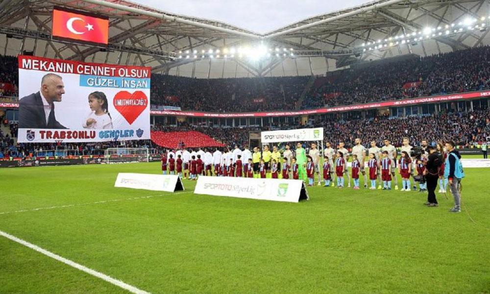 Trabzonsporlu futbolculardan Emniyet Müdürü Altuğ Verdi'ye saygı