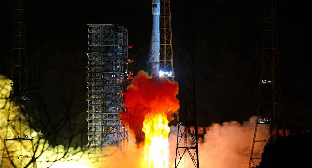 Çin uzay aracı Ay'ın karanlık tarafına başarıyla iniş yaptı
