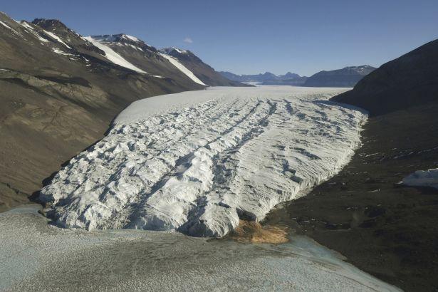 Antarktika, 1980'lere göre altı kat daha fazla buz kaybediyor