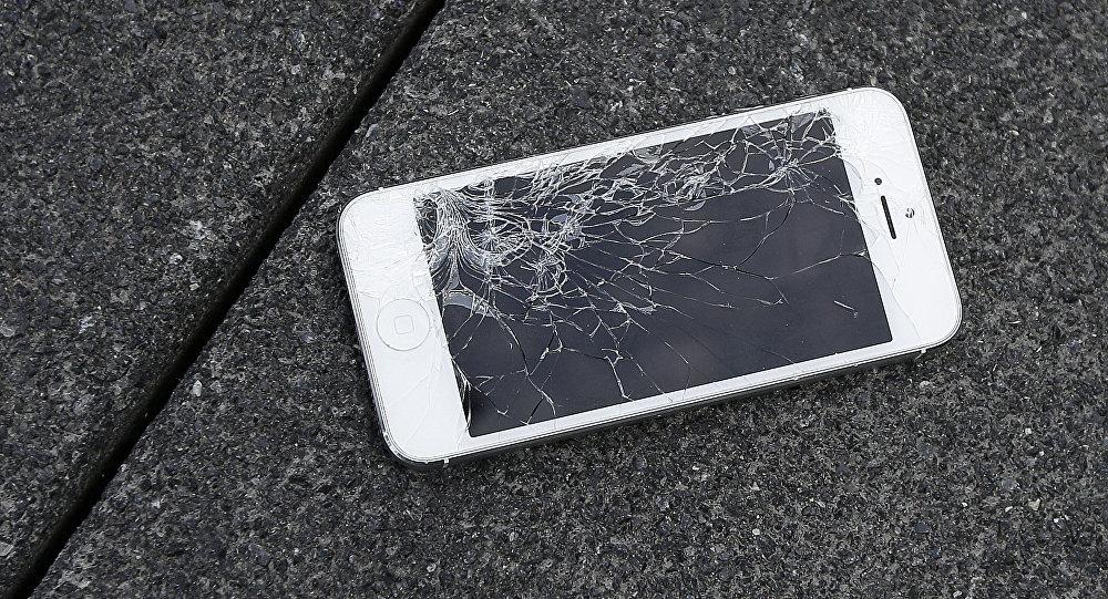 Telefonunun şifresini vermeyen kocasını yakarak öldürdü