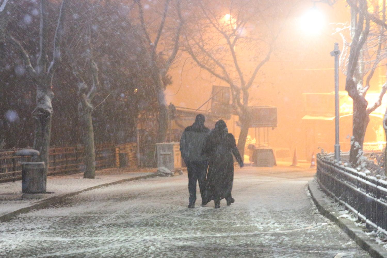 İstanbul beyaza büründü! Trafik durdu!