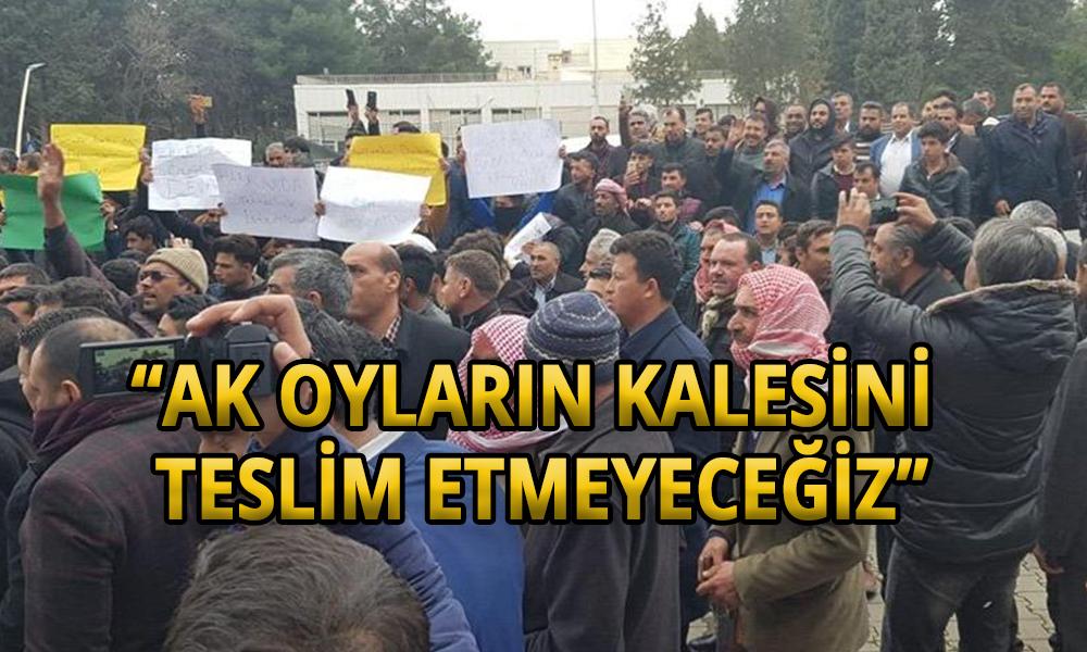 AKP kalesinde gerginlik: Partililer sloganlarla il binasına yürüdü