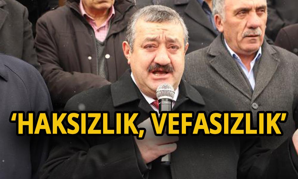 AKP'li belediye başkanı ağlayarak istifa etti