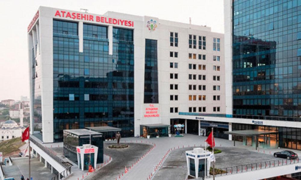 Ataşehir Belediyesi önünde bir kişi kendini yaktı