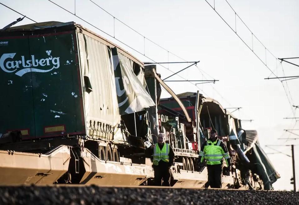 Danimarka'da tren kazası: En az altı ölü