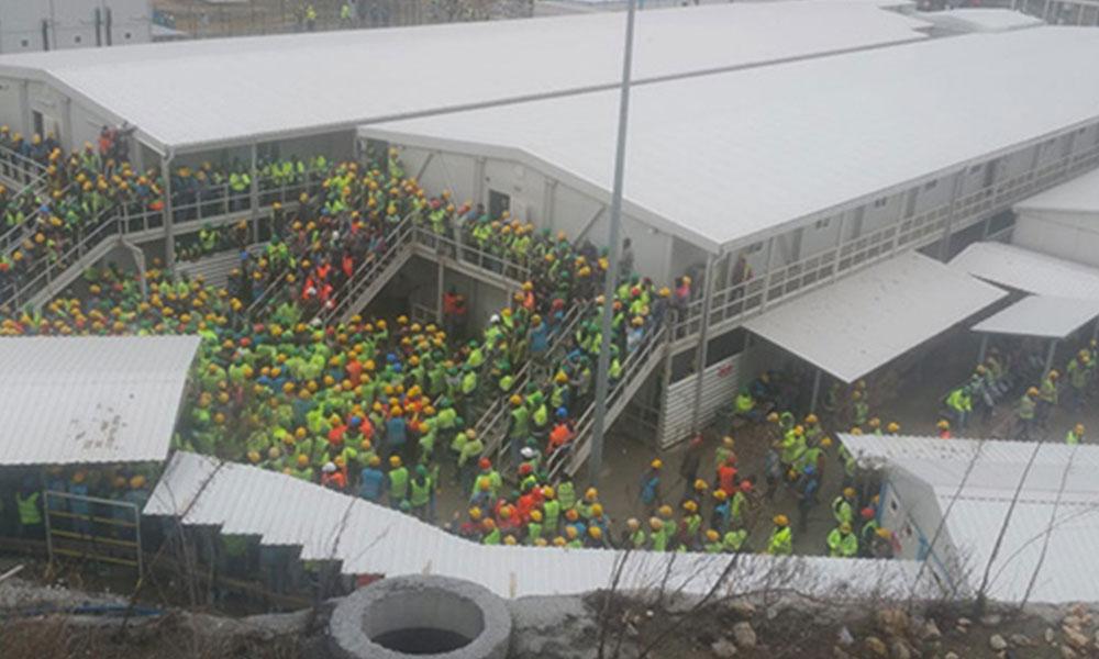 Şehir hastanesi inşaatında işçiler kötü yemeklere karşı iş bıraktı
