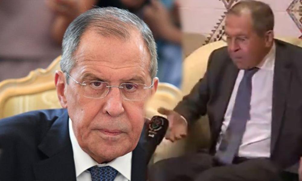 Rusya Dışişleri Bakanı mikrofonla böyle tokalaştı!