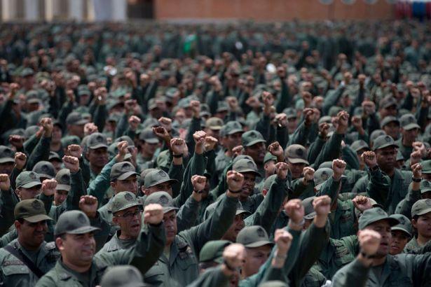 Maduro, Venezuela tarihinin en büyük askeri tatbikatını başlattı