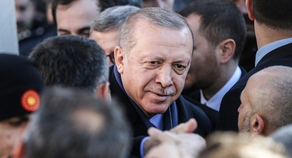 """Mahkemeden """"Erdoğan'ın hayatını oku, özet çıkar"""" cezası"""