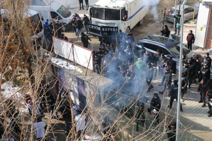 Van'da Leyla Güven yürüyüşüne müdahale: 2 yaralı