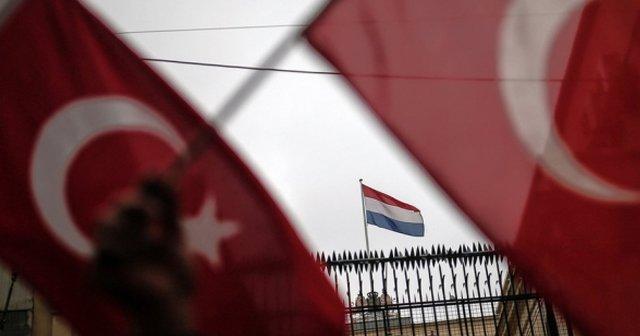 Hollanda'nın gündeminde çifte vatandaş Türklerin oy vermesini yasaklayan yasa teklifi var