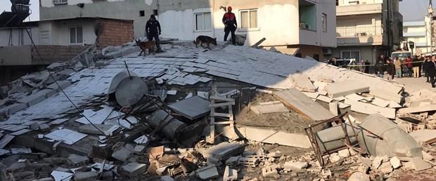Mersin'de 5 katlı bina çöktü