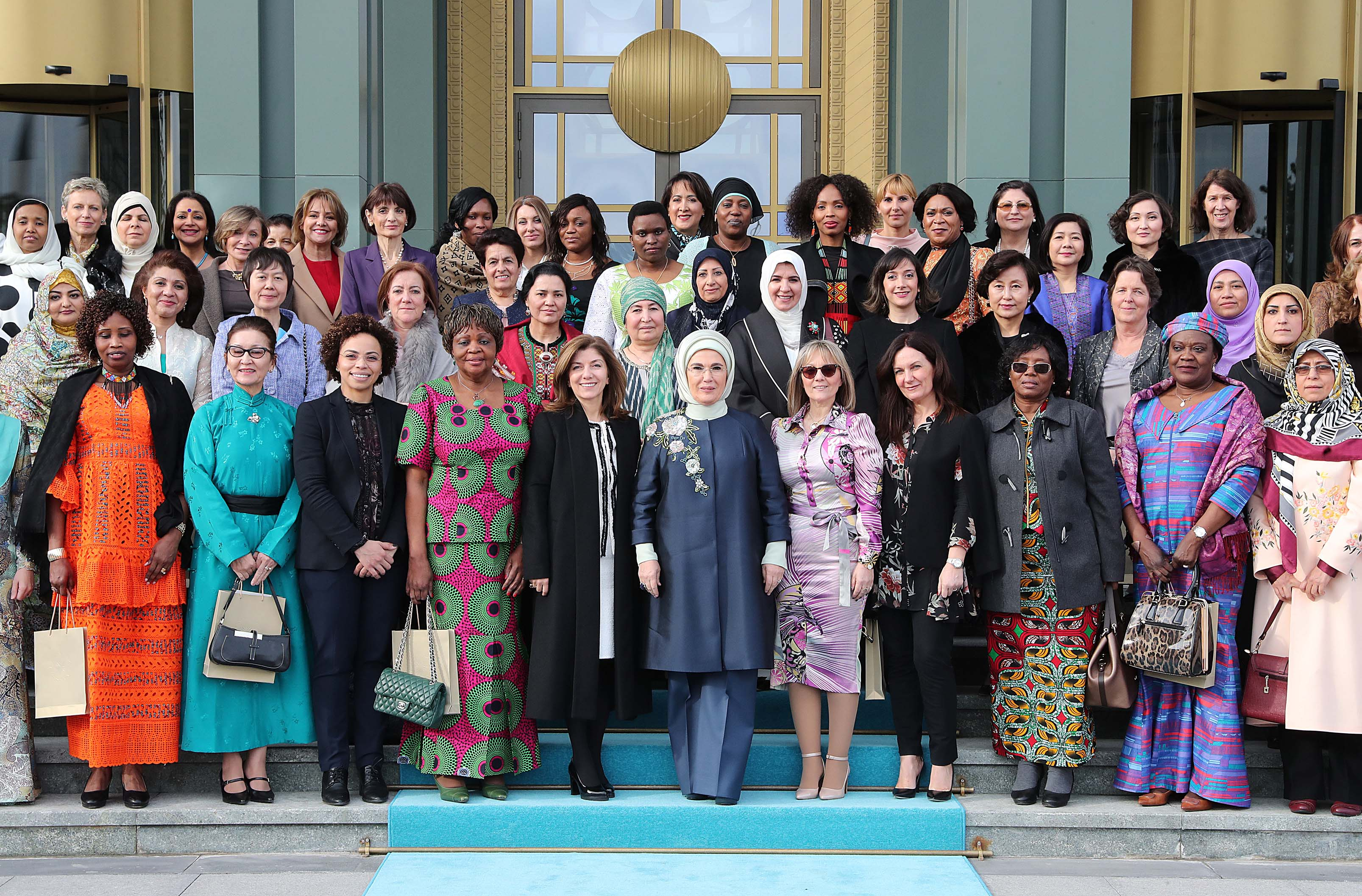 Emine Erdoğan, yabancı misyon şeflerinin eşlerine Saray'da yemek verdi