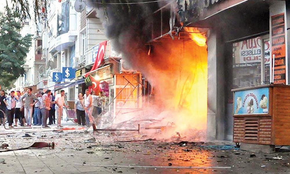 Faşistler kitabevini yaktı, faturası halka kesildi