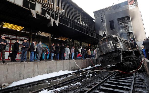 Mısır'da 25 kişinin hayatını kaybettiği tren istasyonu yangını: Ulaştırma Bakanı istifa etti