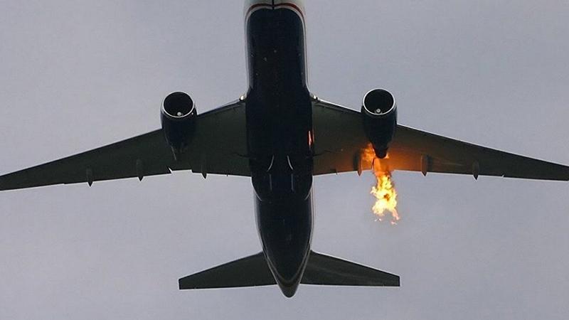 Tahran'da içerisinde 100 yolcu bulunan uçak alev aldı