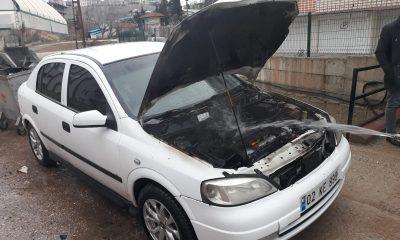 Adıyaman'da park halindeki otomobil yandı
