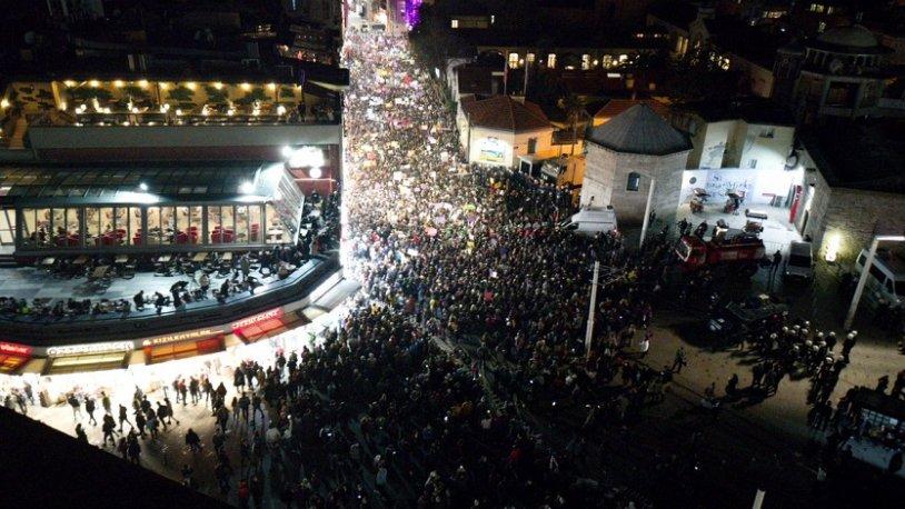 AKP yandaşı muhabirler: Kadınların protestosu ezan için değildi