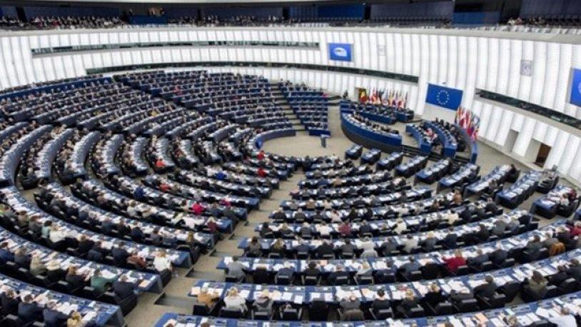 Avrupa Parlamentosu, AB'nin Türkiye ile tam üyelik müzakerelerini askıya almasını istedi
