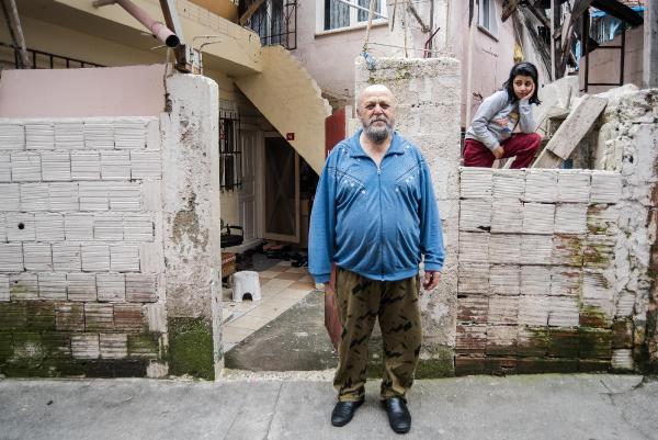 Hasköy'e 'Hızır gelmiş': Bilinmeyen birisi, kapılara 1000 lira bırakıyor