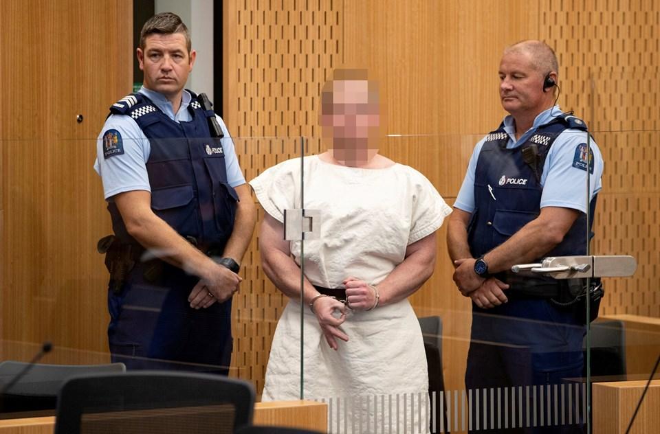 Yeni Zelanda'daki terörist mahkemede 'white power' işareti yaptı