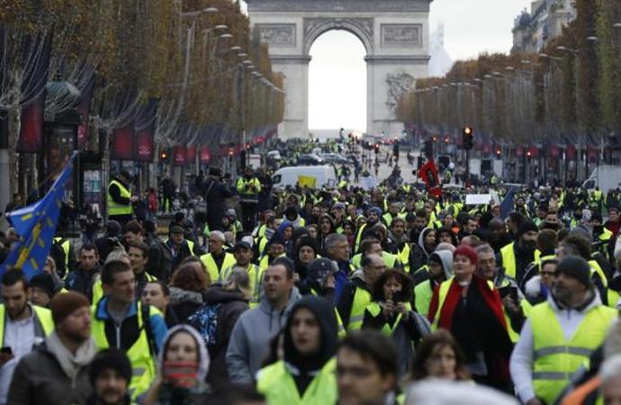 Macron'dan Şanzelize Bulvarı'na yasak geliyor